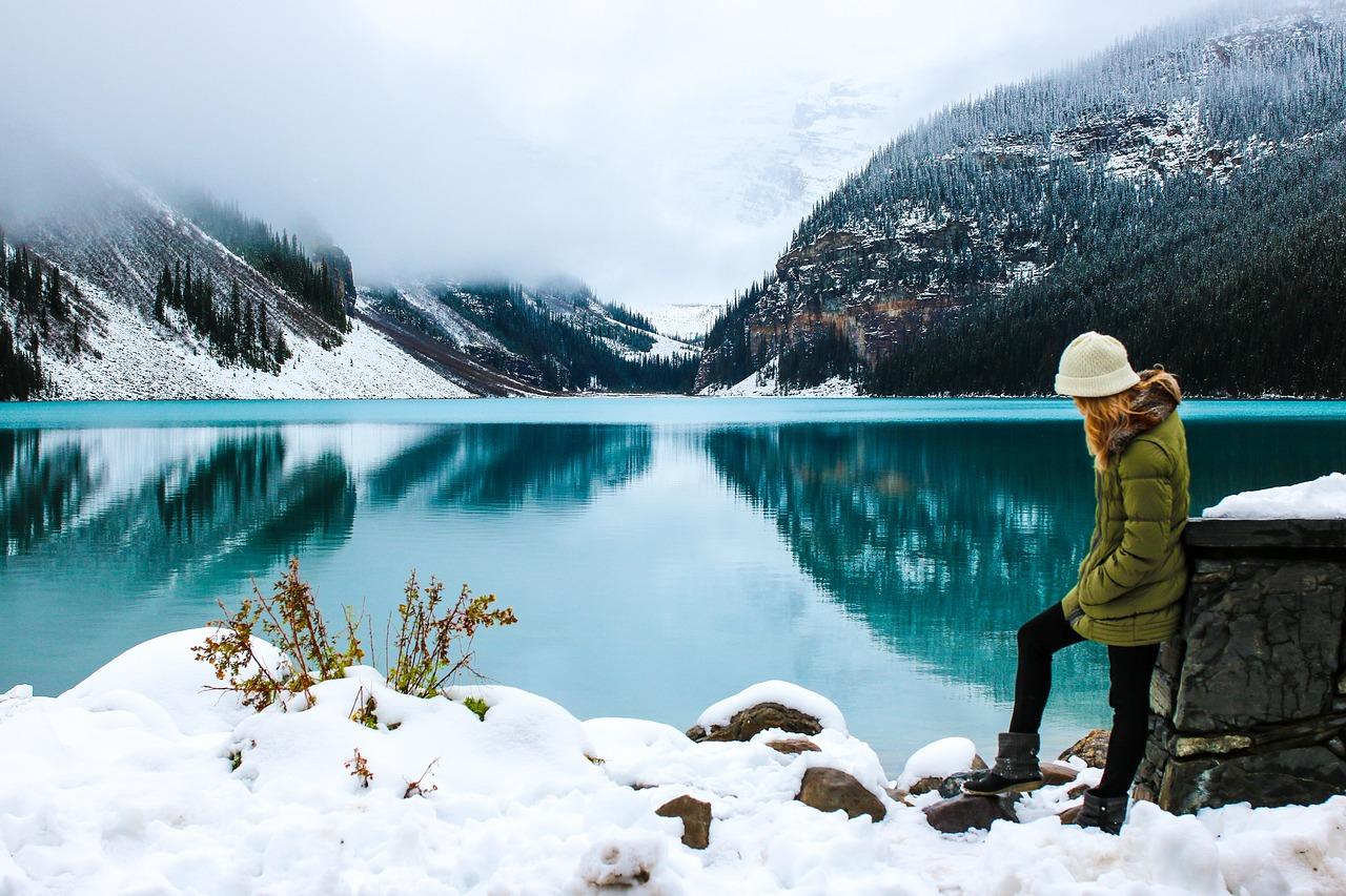 Hiking in sneeuw en bergen